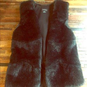 Club Monaco Jackets & Coats - Dark Green Faux Fur Club Monaco Vest